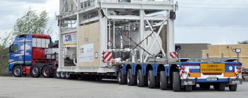 Premiere mit Anlagenteil: Nooteboom liefert den bisher gr��ten 3+6-Pendel-X-Tieflader an ADM Team Heavy Weight. Foto: Nooteboom