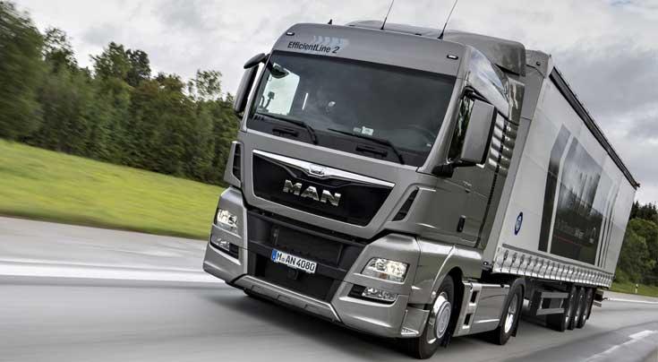 Auf die Kostenbremse treten: Der neue EfficientLine 2 geht noch gen�gsamer mit Kraftstoff um, als sein Vorg�nger. Foto: MAN Truck & Bus