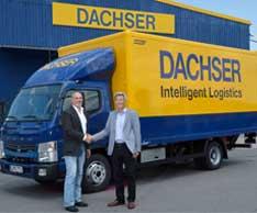 Transportunternehmer Helmut Reil mit Max Stolzenberger, Niederlassungsleiter von Dachser M�nchen, bei der �bergabe des FUSO Canter Eco Hybrid in M�nchen. Foto: CharterWay