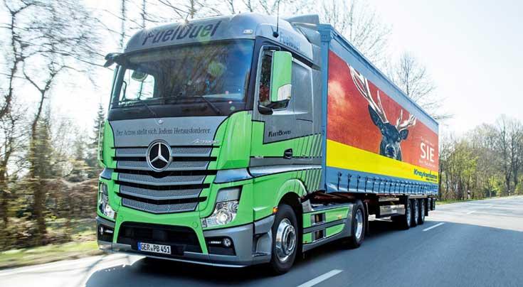 H�here Transporteffizienz: Den Actros gibt es ab Oktober mit einem umfangreich �berarbeiteten Motor. Foto: Daimler