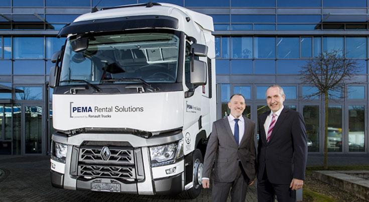 Pema-Vertriebsleiter, Udo Brestel, und Tarcis Berberat, Director Commercial Trucks bei Renault Trucks. Foto: Pema