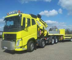Gemeinsames Konzept: Durch die Zusammenarbeit zwischen ES-GE und MKG entstand die vierachsige Sattelzugmaschine mit Ladekrane. Foto: ES-GE