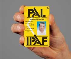 Mit den jetzt maschinenlesbaren Cards kann der Zugang zu einer Hubarbeitsbühne kontrolliert werden. Foto: IPAF