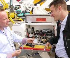 Einsatz und Nutzen der R�sler-Softwaretechniksysteme wurde an den Omme-Arbeitsb�hnen demonstriert. Foto: R�sler