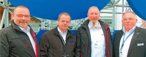 Weitreichende Servicevereinbarung getroffen (v. l.): Olaf Rücker (Genie), Carol Buder (Lift-Manager), Ralf Zschietzschmann (Genie) und Roland Jäkel (Lift-Manager). Fotos: Genie