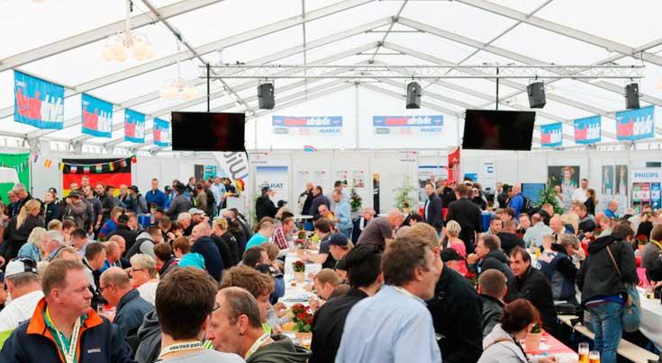 Volles Haus: Rund 4000 G�ste besuchten das Carat-Zelt w�hrend des Truck Grand Prix. Foto: Carat