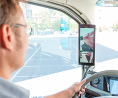 Elektronischer Spiegel: Das System verbessert die Sicherheit und hilft au�erdem, Kraftstoff zu sparen. Foto: Stoenridge