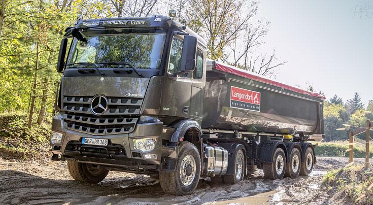 Für die allermeisten Transportaufgaben hat sich die Hinterkippmulde als optimales Transportfahrzeug durchgesetzt. Foto: Hersteller