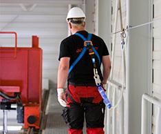Seilsicherungssysteme gew�hren heute bei H�henarbeitspl�tzen uneingeschr�nkte Bewegungsfreiheit. Foto: ABS Safety